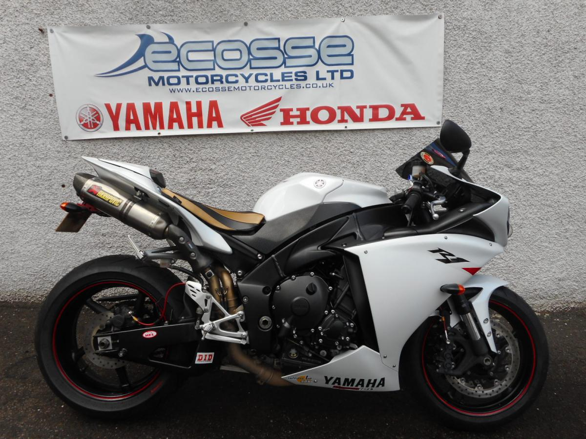 YAMAHA YZF -R1
