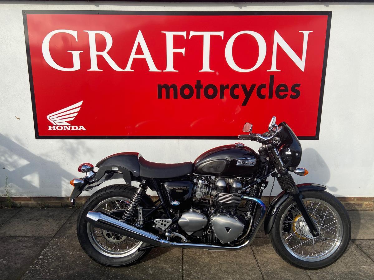 Thruxton 900