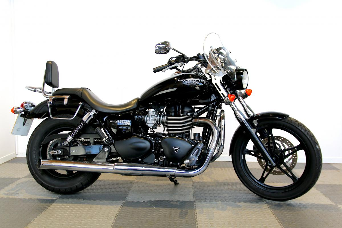 TRIUMPH SPEED MASTER 865