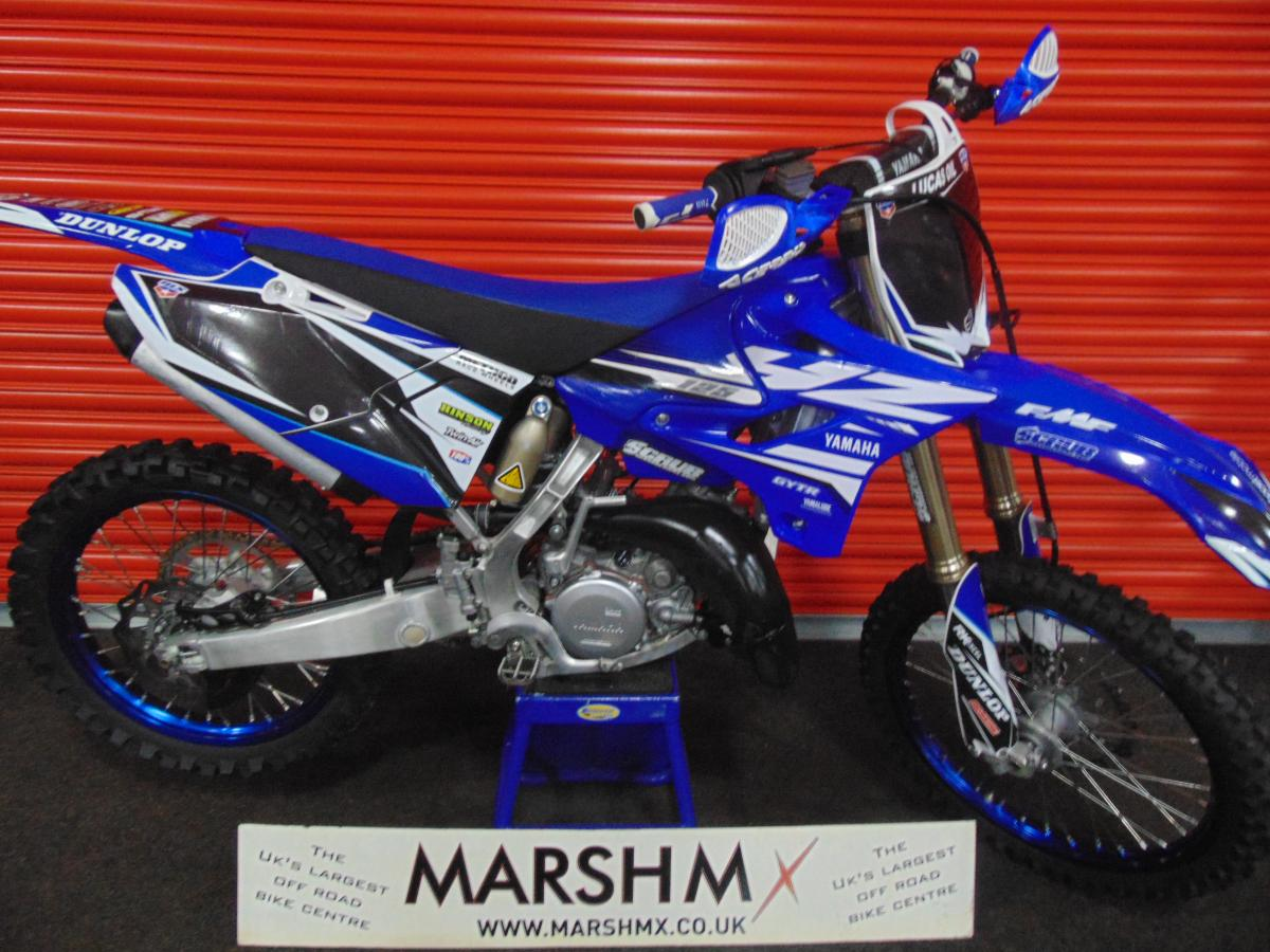 YZ 125 style=