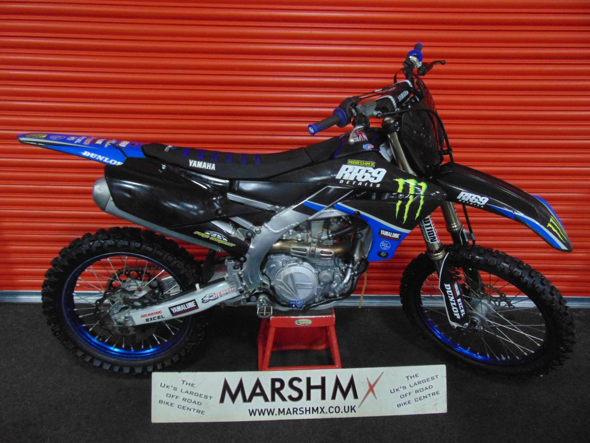 YZF 450 style=