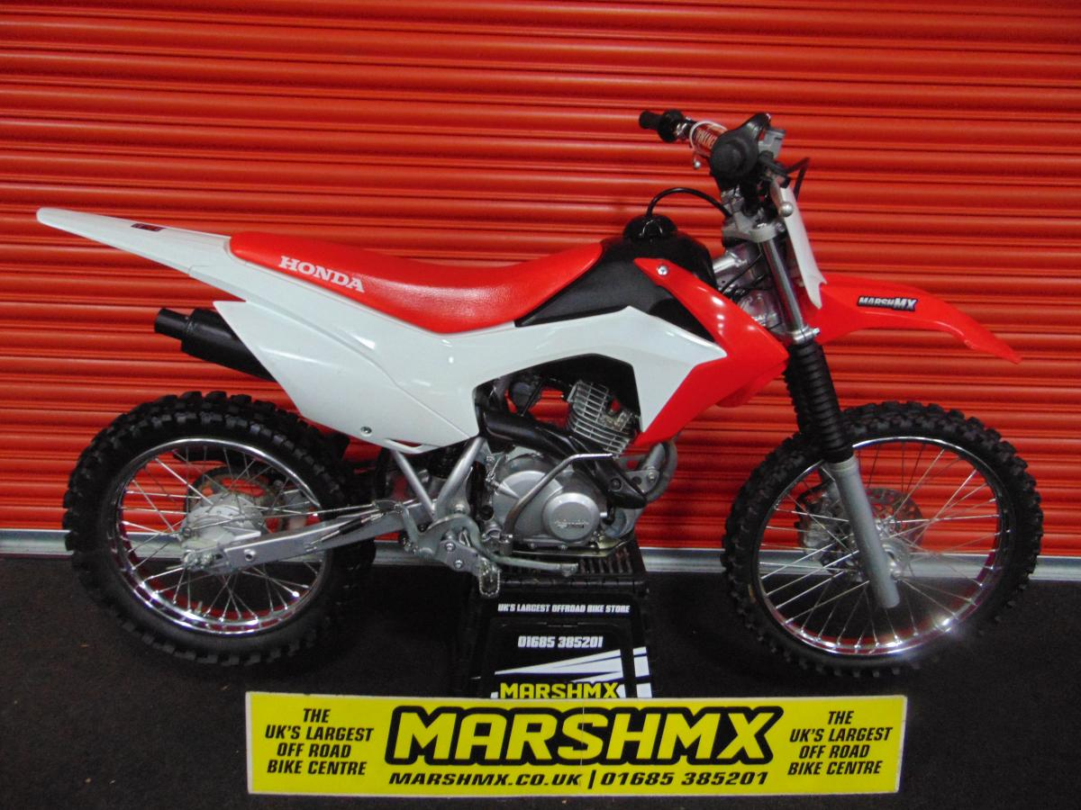 CRF 125 style=
